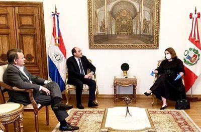 Perú acredita a embajadora