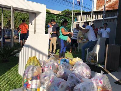 Cámara de Industria y Comercio de PJC  entrega cestas básicas a vendedores informales de la línea internacional