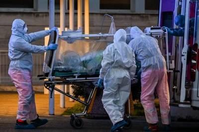"""España lucha contra el coronavirus: """"Estamos como en hospitales de guerra"""""""