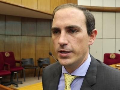 Senador lamenta que se frustrara el análisis de dos temas relevantes por la falta de quórum