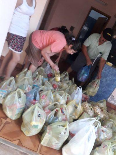 Pastoral social asistió con kits de alimentos a varias familias