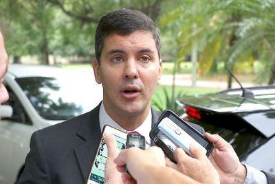 Peña pide a senadores que no perpetúen privilegios de unos pocos