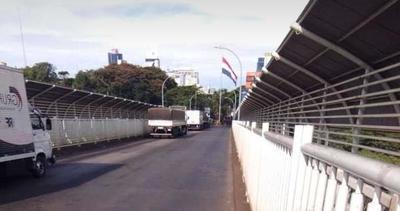 Denuncian falta de control a camiones en el Puente de la Amistad