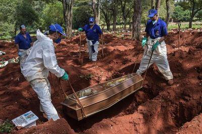 Entierros exprés en el mayor cementerio de América Latina por coronavirus