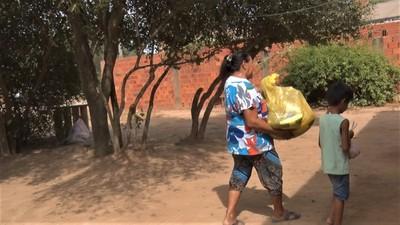 Distribuyen 200 kits de alimentos a familias de varios barrios de Loma Plata