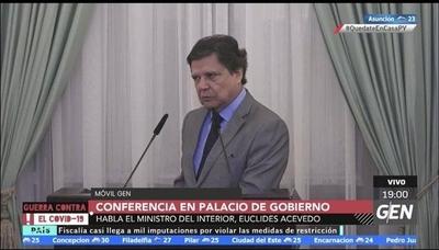 """HOY / Euclides Acevedo, ministro del Interior, en conferencia de prensa: """"Ahora iremos a la página dos, mañana saldrá un nuevo decreto"""""""