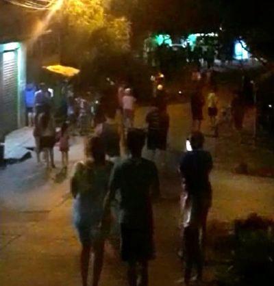 Vecinos protestan por falta de asistencia