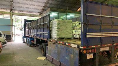 Incautan camión con carga de contrabando