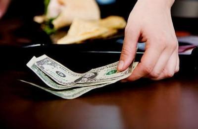 El cliente anónimo que dejó 10.000 dólares de propina en un restaurante de Florida
