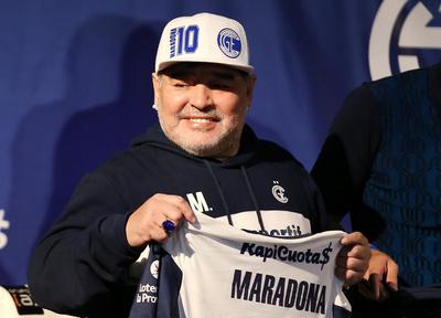 Maradona y un plan solidario en medio de la crisis