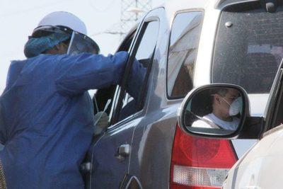 Médicos realizan pruebas rápidas del covid-19 en la Costanera de Asunción