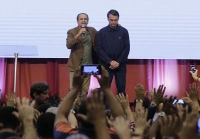 Bolsonaro recurrirá a la oración para 'liberar a Brasil del mal del coronavirus'