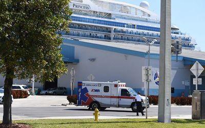 """Crucero """"Coral Princess"""" con dos muertos y varios enfermos de COVID-19 atraca en Miami"""