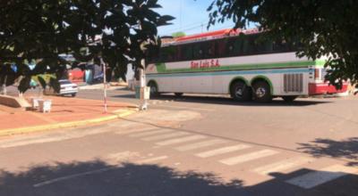 HOY / Interceptan bus de pasajeros que llevaba gente en cantidad y aglomerada