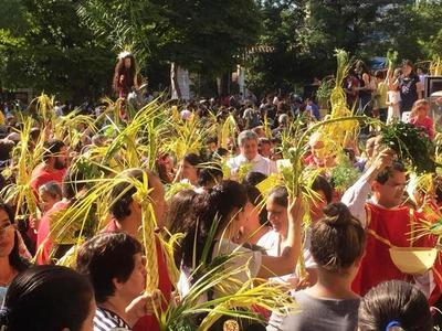Feligresía luqueña celebra con emoción entrada de Jesús a Jerusalén •