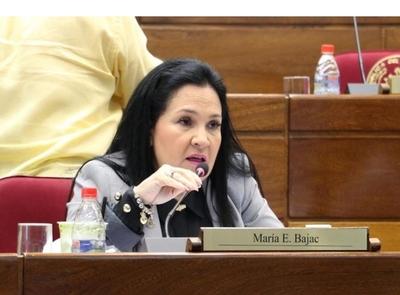 Imputan a senadora María Eugenia Bajac
