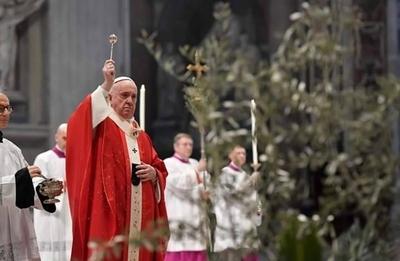 HOY / El papa inicia una Semana Santa sin fieles por el coronavirus