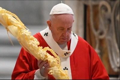 """El papa Francisco celebró sin público la misa del Domingo de Ramos: """"Los verdaderos héroes que salen a la luz estos días no tienen fama ni dinero"""""""
