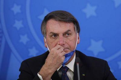 Mayoría de brasileños rechaza renuncia de Bolsonaro por crisis de coronavirus