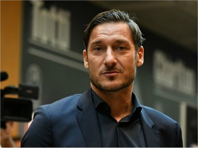 """Totti busca al """"nuevo Totti"""" con dos agencias de representación de jugadores"""