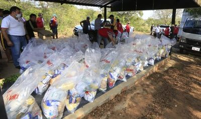 Central distribuye kits de alimentos para Semana Santa a familias carenciadas.