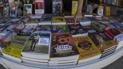 A falta de fútbol, libros