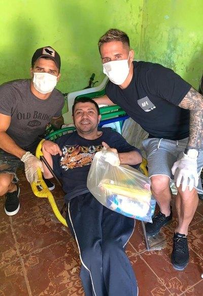 Jugadores de Guaireña FC ayudan a full