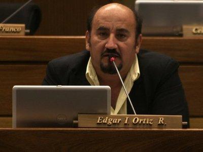 Denuncian a diputado   Ortiz por atropellar barrera, pero él niega