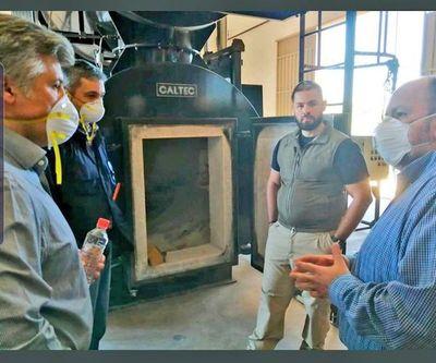 Fosas comunes y cremación para muertes por COVID-19