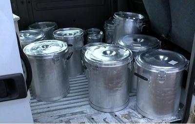 Transportaban ollas para vender en plena cuarentena: Quedaron detenidos