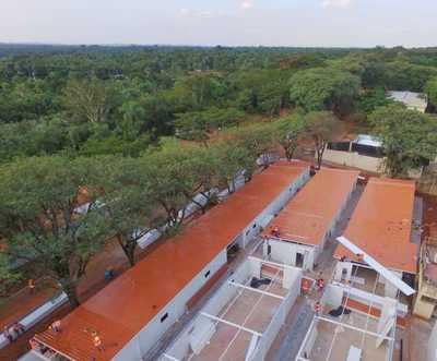 Avanza la construcción de los hospitales de contingencia con la colocación del techo de los futuros pabellones