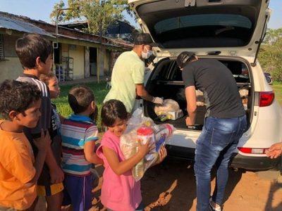 Clubes y futbolistas donan alimentos a familias carenciadas
