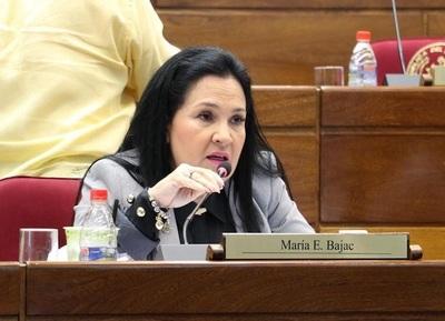 Senadora Bajac se fue hasta a la peluquería, confirman