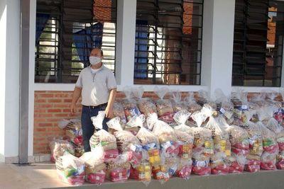 Gobernación de Paraguarí entrega kits de alimentos e insumos médicos