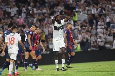 Sostener el contrato de Adebayor es 'imposible' para Olimpia