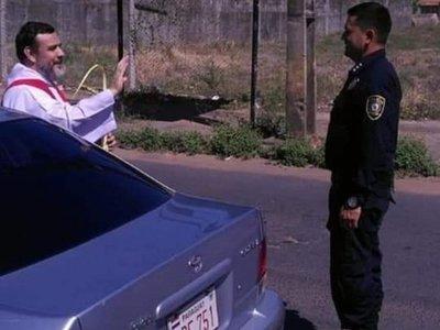 Policía detuvo a pa'i para pedirle su bendición