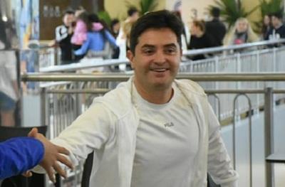 Con cinco mujeres en la pileta, Maxi Campana pide aguantar la cuarentena