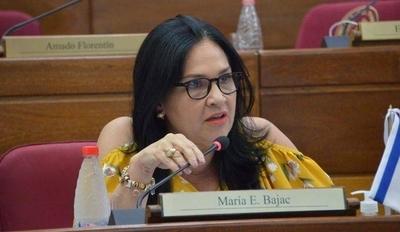 """HOY / Ministerio de Salud se ratifica en que senadora tuvo COVID-19 y que """"contagió a muchos"""""""