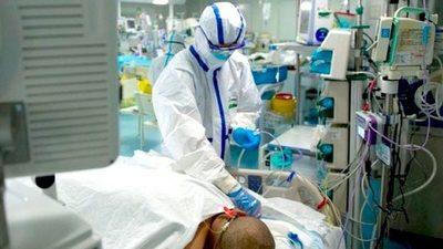 Sólo una persona debe interactuar con un paciente con coronavirus