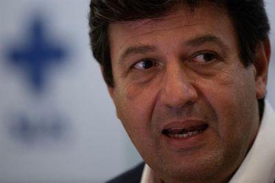 Ministro se queda y sigue lucha contra covid-19 tras polémicas con Bolsonaro