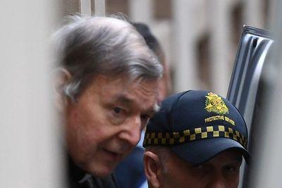 Cardenal condenado por pederastia salió de la cárcel tras ser absuelto