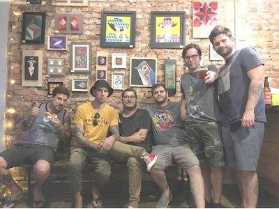 Cantantes locales hacen canciones con sus fans