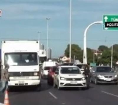 ¡Inadmisible! Largas filas de vehículos sobre la Transchaco