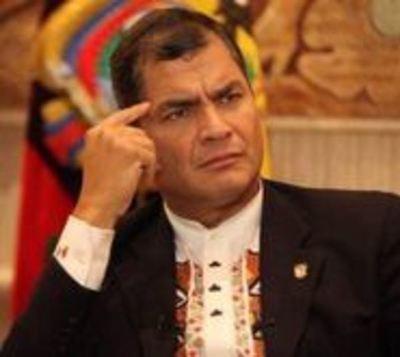Condenan a expresidente de Ecuador a 8 años de cárcel por corrupción