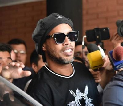 Fiscalía ya no se opone al arresto domiciliario de Ronaldinho
