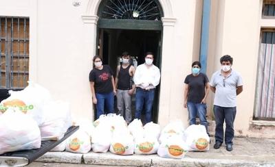 HOY / Artistas en cuarentena reciben kits de alimentos del Gobierno