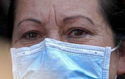 Ministro de Salud ahora recomienda el uso de mascarillas de tela