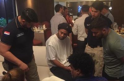 Ronaldinho y su hermano logran arresto domiciliario