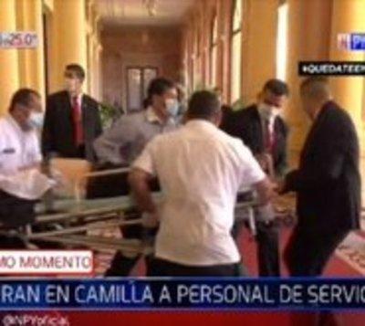 Funcionario cae descompensado en Palacio de López