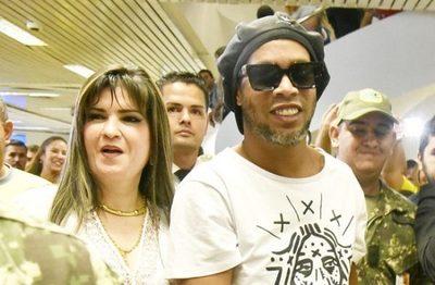 Según fiscal, hasta el momento no existe nexo entre Dalia y Ronaldinho